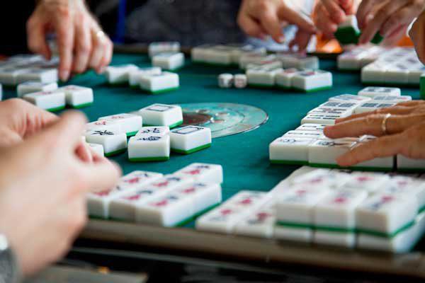 214167-2121x1414-playingmahjong