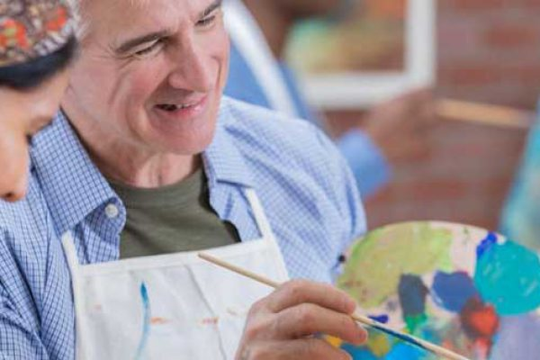 senior-art-therapy-i658645934